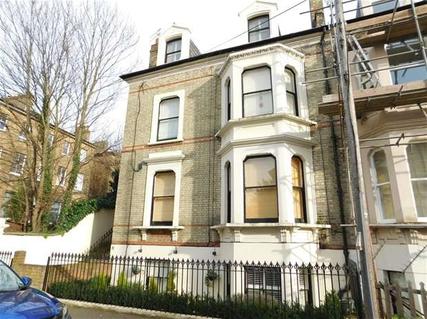 2 Bedrooms Flat for sale in North Road, Surbiton