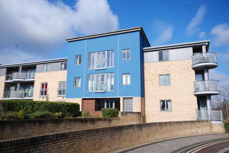 2 Bedrooms Apartment Flat for sale in Fairway Court, Gateshead
