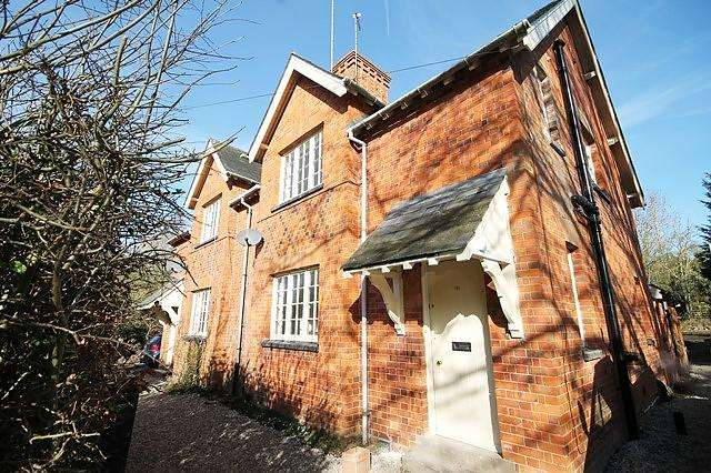 3 Bedrooms Cottage House for rent in Shirburn, Nr Watlington