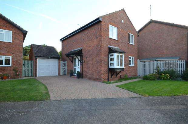 3 Bedrooms Detached House for sale in Moor End, Holyport, Maidenhead