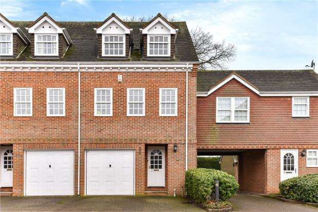 3 Bedrooms End Of Terrace House for sale in Calcott Park, Yateley