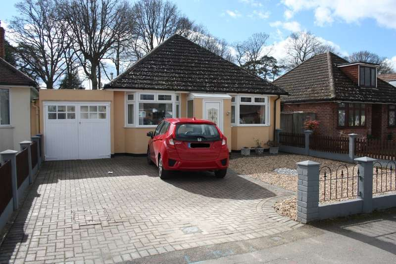 2 Bedrooms Detached Bungalow for sale in Woodlands Avenue, Woodley, Reading, RG5