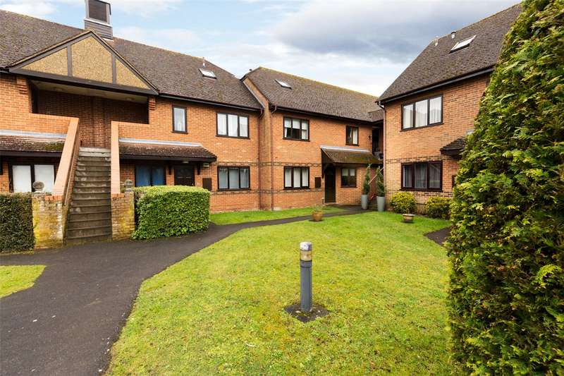 2 Bedrooms Flat for sale in Denton Court, Bobmore Lane, Marlow, Buckinghamshire, SL7