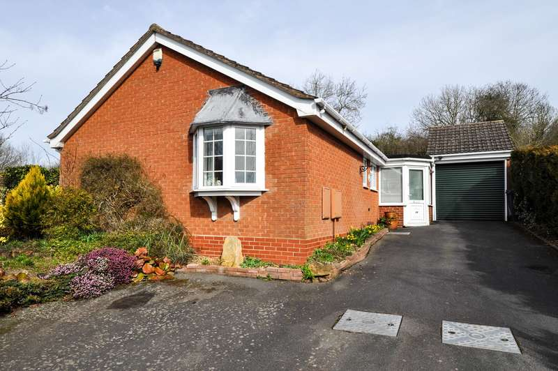 3 Bedrooms Detached Bungalow for sale in Radway Close, Church Hill North, Redditch, B98