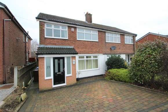 3 Bedrooms Semi Detached House for rent in Wilton Drive, Bury