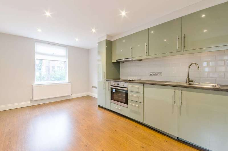 2 Bedrooms Flat for sale in Manor Park Parade, Lewisham, SE13