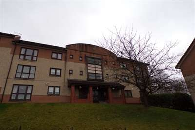 2 Bedrooms Flat for rent in Moorfoot Avenue, Paisley
