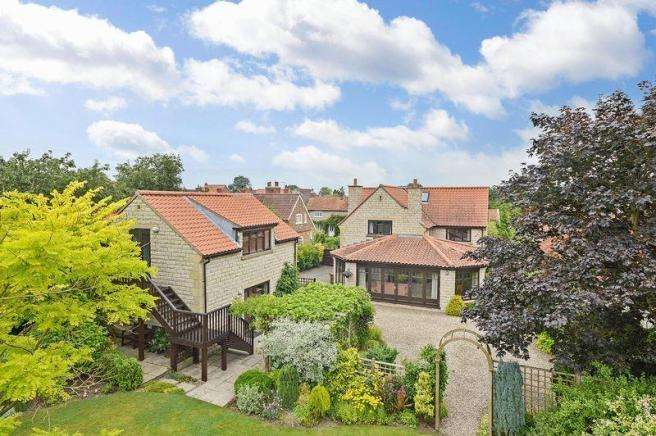 5 Bedrooms Detached House for sale in Prospect House, Main Street, Wombleton, York, YO62 7RX