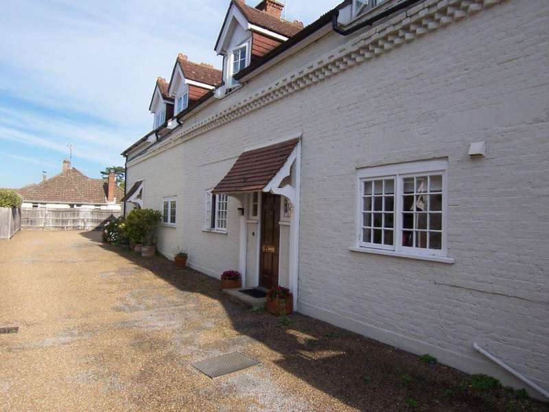3 Bedrooms Semi Detached House for rent in OXTED