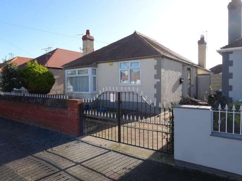 3 Bedrooms Detached Bungalow for sale in Oakwood Road, Rhyl, LL18