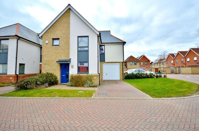 3 Bedrooms Link Detached House for sale in Henry Swan Way, Colchester