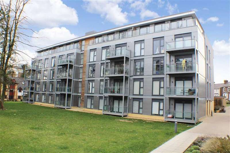 2 Bedrooms Flat for sale in Somerville Court, St Albans, Hertfordshire