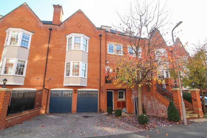 4 Bedrooms Terraced House for sale in Rhapsody Crescent, Warley, Brentwood, Essex, CM14