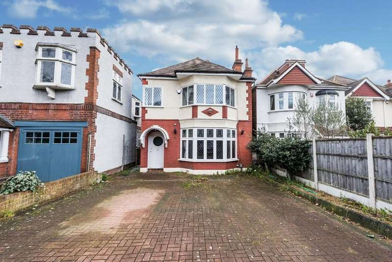 4 Bedrooms Detached House for sale in Hollybush Hill, Snaresbrook