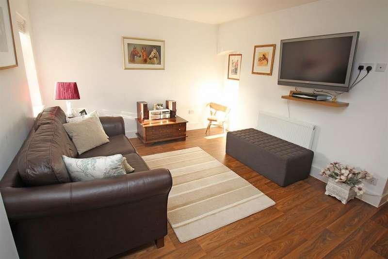 3 Bedrooms End Of Terrace House for sale in Basils Road, Stevenage, SG1 3PX