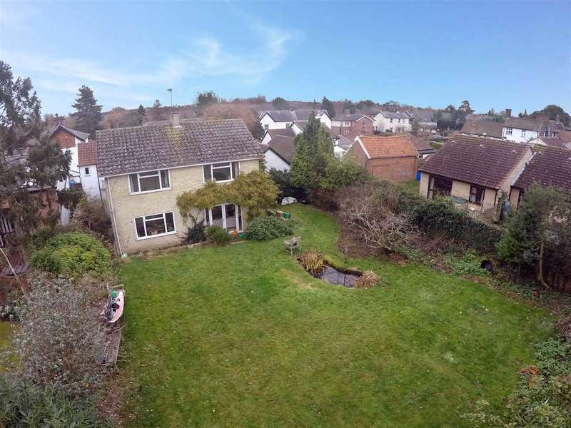 5 Bedrooms Detached House for sale in Ipswich Road, Holbrook, Ipswich, Suffolk, IP9 2QR