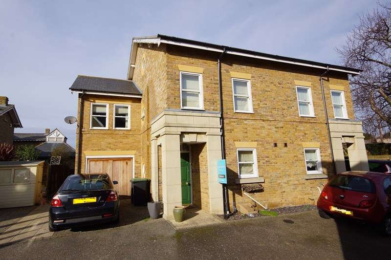 4 Bedrooms Semi Detached House for sale in Horseshoe Crescent, Shoeburyness, * Historical Garrison *