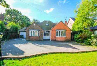3 Bedrooms Bungalow for sale in Sneyd Lane, Essington, Wolverhampton, Staffordshire