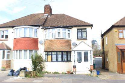3 Bedrooms Semi Detached House for sale in Clayhall, Essex