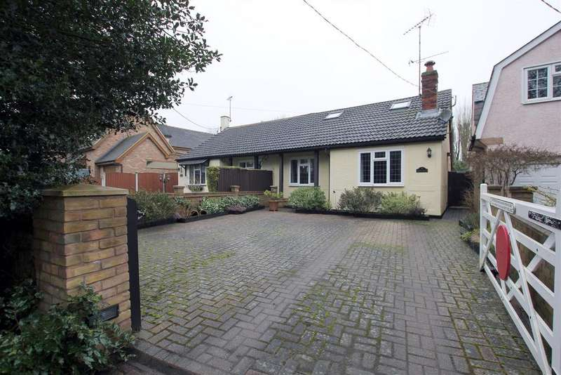 2 Bedrooms Semi Detached Bungalow for sale in Danbury, Chelmsford