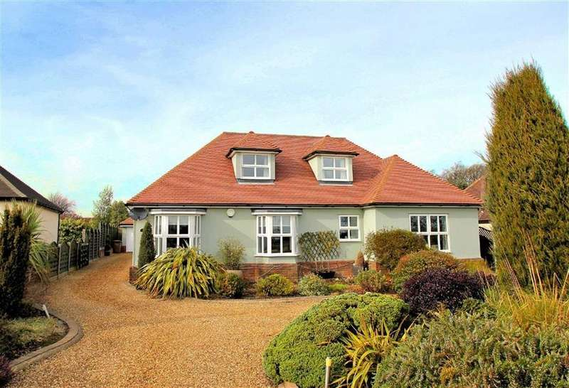 4 Bedrooms Detached Bungalow for sale in Raffin Green Lane, Datchworth, SG3 6RJ