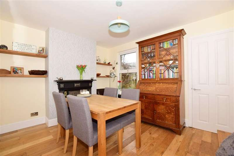 3 Bedrooms Terraced House for sale in Queens Road, Snodland, Kent
