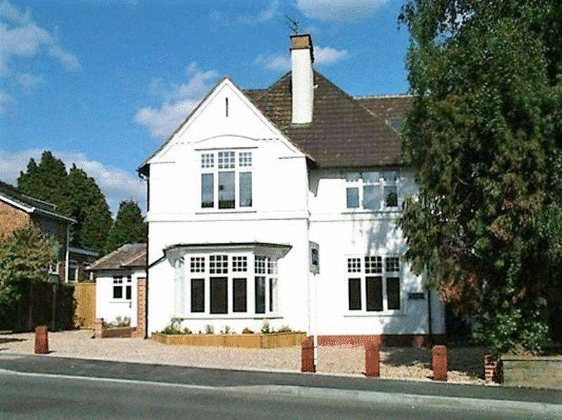 2 Bedrooms Flat for sale in Southborough Road, Bickley, Bromley