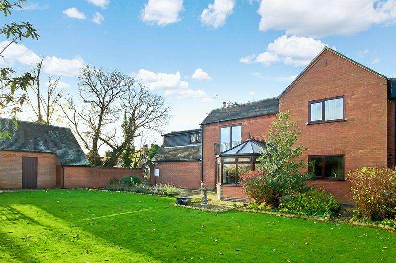 4 Bedrooms Detached House for sale in Castle Street, Eccleshall, Stafford