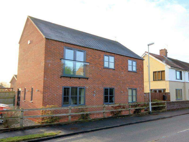 2 Bedrooms Duplex Flat for sale in Lichfield Road, Stone