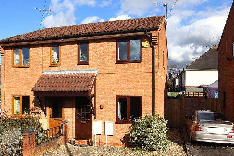 2 Bedrooms Semi Detached House for sale in WOMBOURNE, Woodhill Close