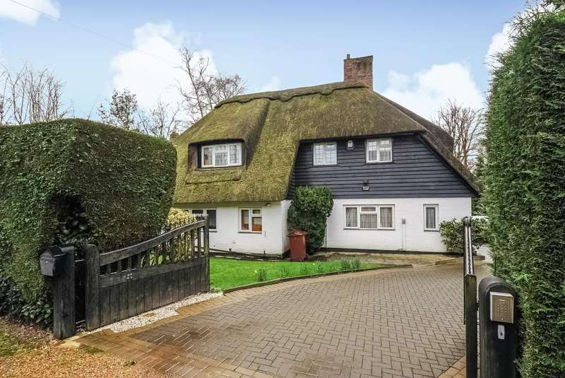 5 Bedrooms Detached Bungalow for rent in South View Road, Pinner, HA5
