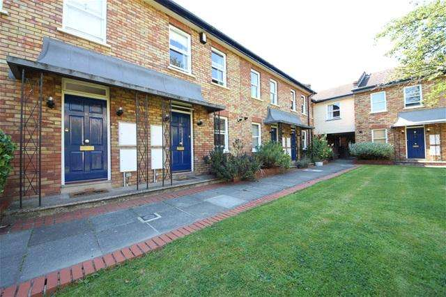 3 Bedrooms House for sale in Elderwood place, West Norwood