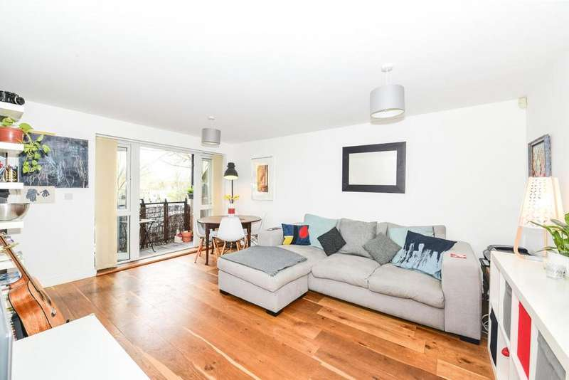 2 Bedrooms Flat for sale in St. Georges Way, Peckham