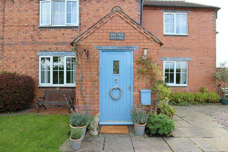 5 Bedrooms Semi Detached House for sale in Coole Lane, Nantwich