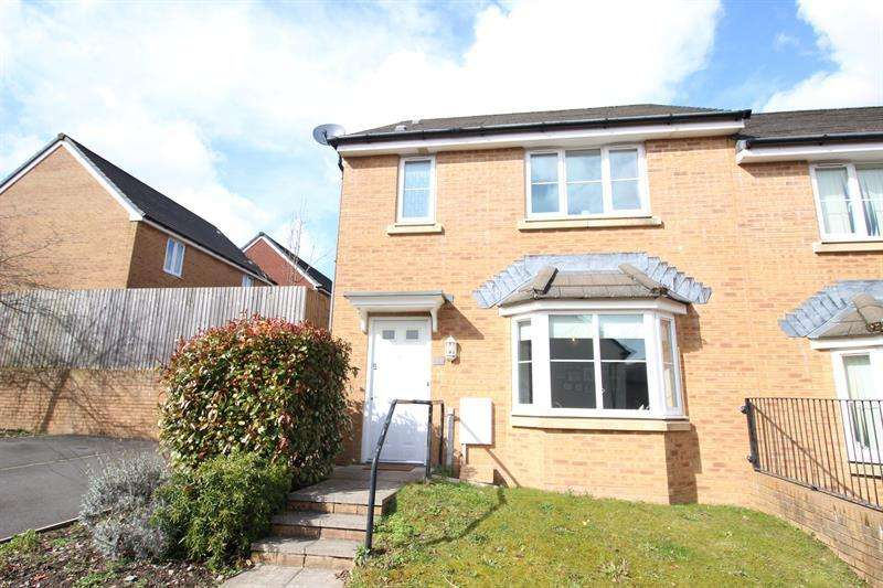 3 Bedrooms Semi Detached House for sale in Knights Walk, Caerphilly