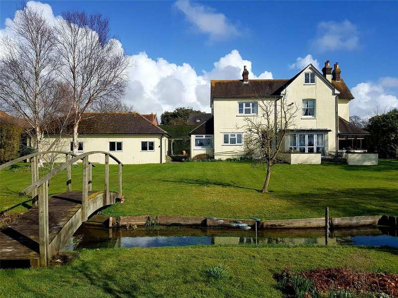4 Bedrooms Detached House for sale in Hambrook Hill South, Hambrook, Chichester, West Sussex, PO18