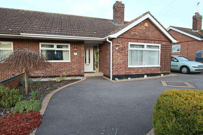 3 Bedrooms Semi Detached Bungalow for sale in Loxley Road, Oulton Broad, Lowestoft