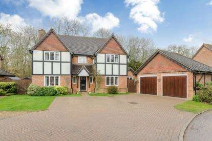 4 Bedrooms Detached House for sale in Woodlands, Clapham Park, Clapham, Bedfordshire