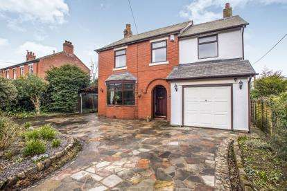 4 Bedrooms Detached House for sale in Church Lane, Farington Moss, Leyland, PR26