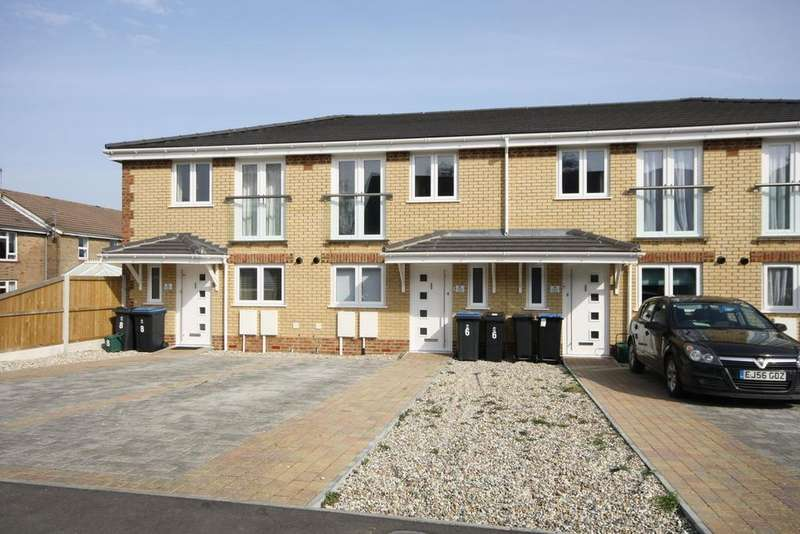 2 Bedrooms Terraced House for rent in St James Close, Deal