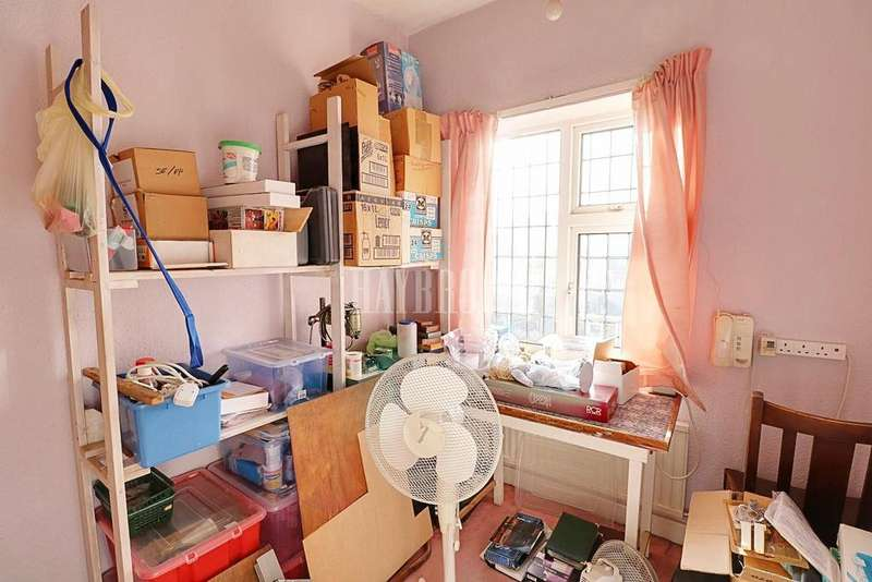 3 Bedrooms Semi Detached House for sale in Sheffield