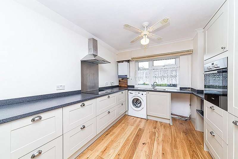 3 Bedrooms Terraced House for sale in Shipman Road, Custom House, E16
