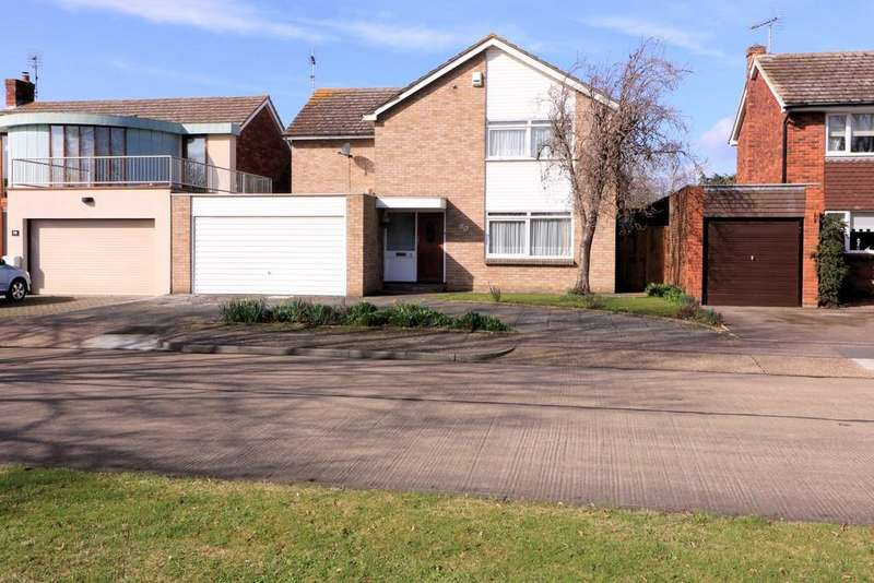 4 Bedrooms Detached House for sale in Willingale Way, Thorpe Bay