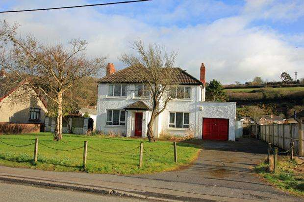 3 Bedrooms Detached House for sale in Carmarthen Road, Ferryside, Carmarthenshire