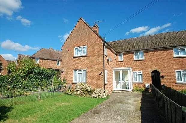 2 Bedrooms Maisonette Flat for sale in Leachcroft, Chalfont St Peter, Buckinghamshire