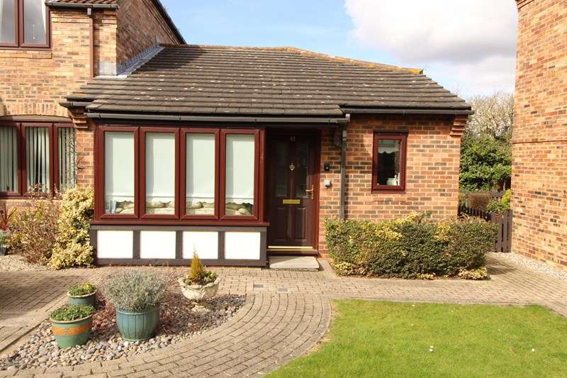 2 Bedrooms Retirement Property for sale in Eastwood Road North, Leigh-On-Sea