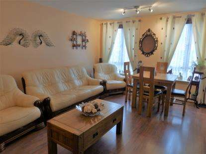 2 Bedrooms Flat for sale in Gareth Drive, Lower Edmonton, London
