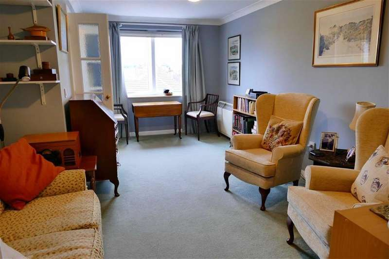 2 Bedrooms Flat for sale in Penn Court, Calne