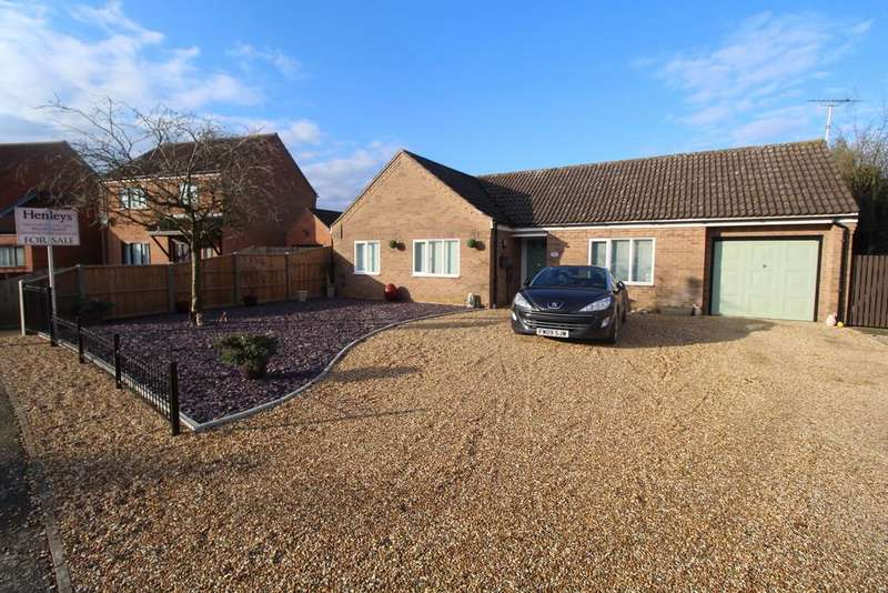 3 Bedrooms Detached Bungalow for sale in Hawthorn Walk, Beck Row, Bury St. Edmunds
