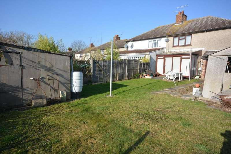 3 Bedrooms Semi Detached House for sale in Kings Road, Chelmsford, Essex, CM1